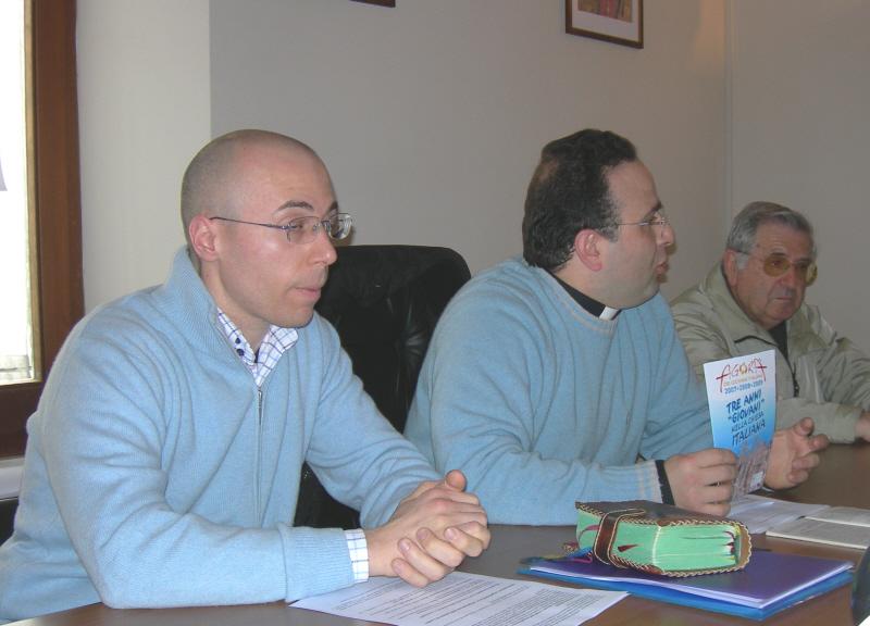Simone Splendiani e Don Gianluca Pelliccioni durante la conferenza stampa